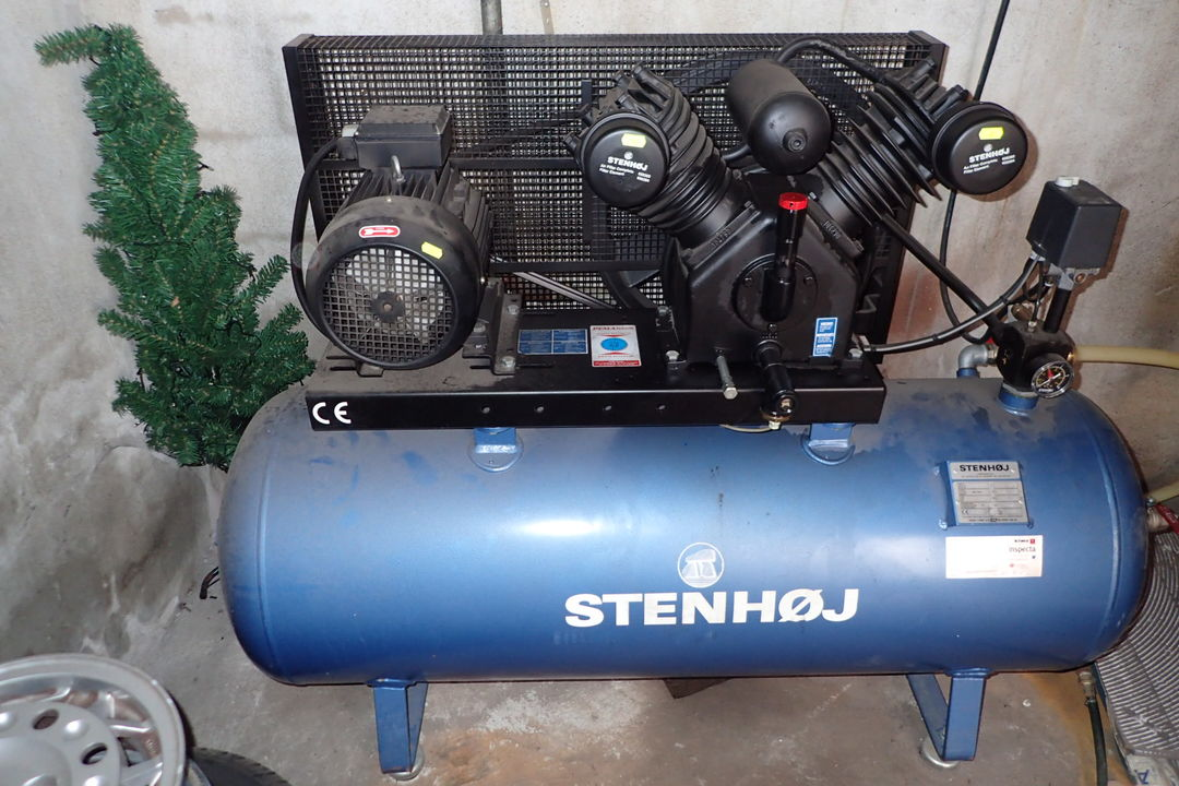 Lækker Kompressor STENHØJ 280 l. | Auktionshuset dab A/S XZ-62
