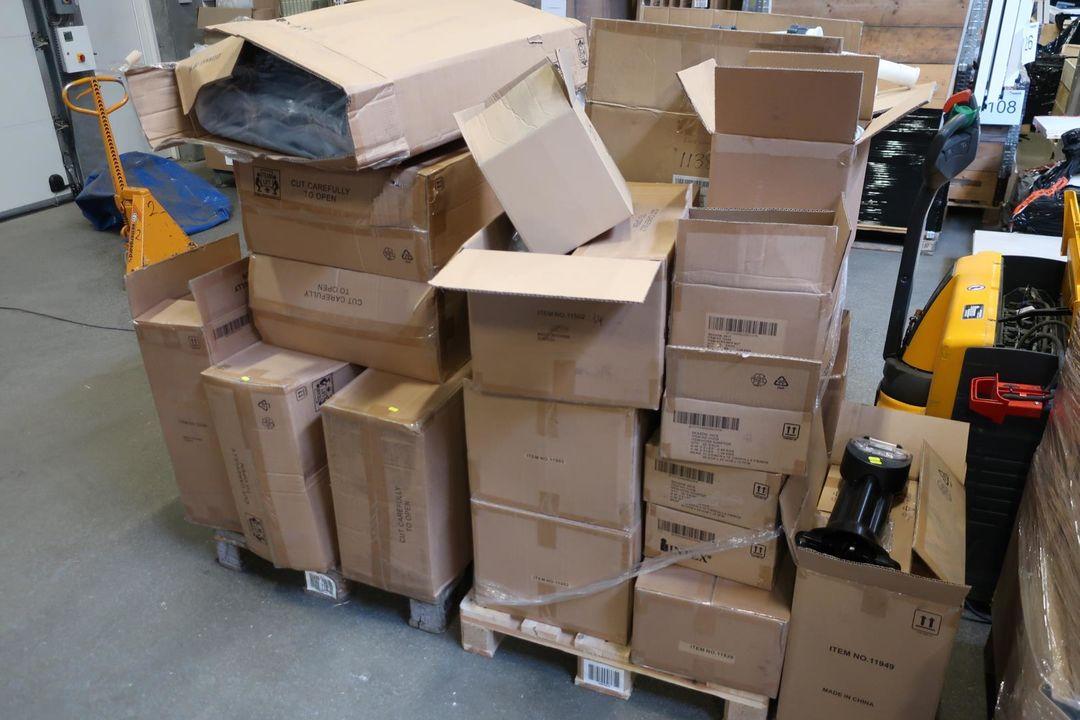 Afholte 2 stk. paller med tilbehør til INTEX pools | Auktionshuset dab A/S YG-09