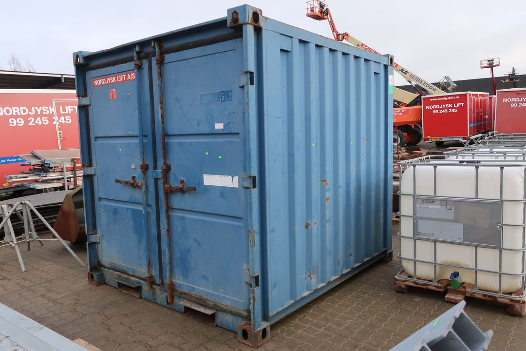 8' container