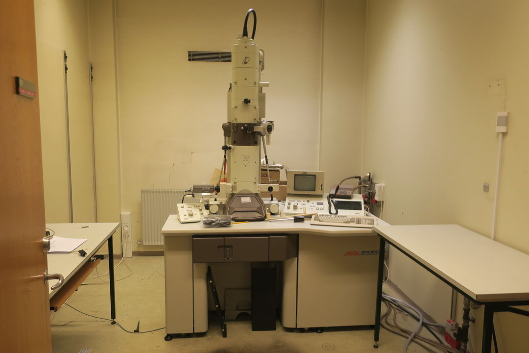 Picture of: Lots On Electron Microscope Jem 1010 Auktionshuset Dab A S